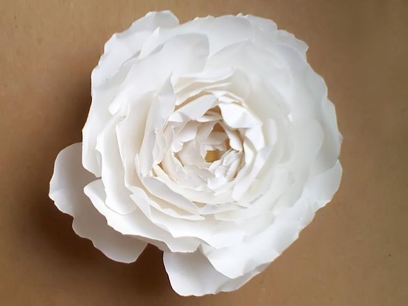用纸折成的花
